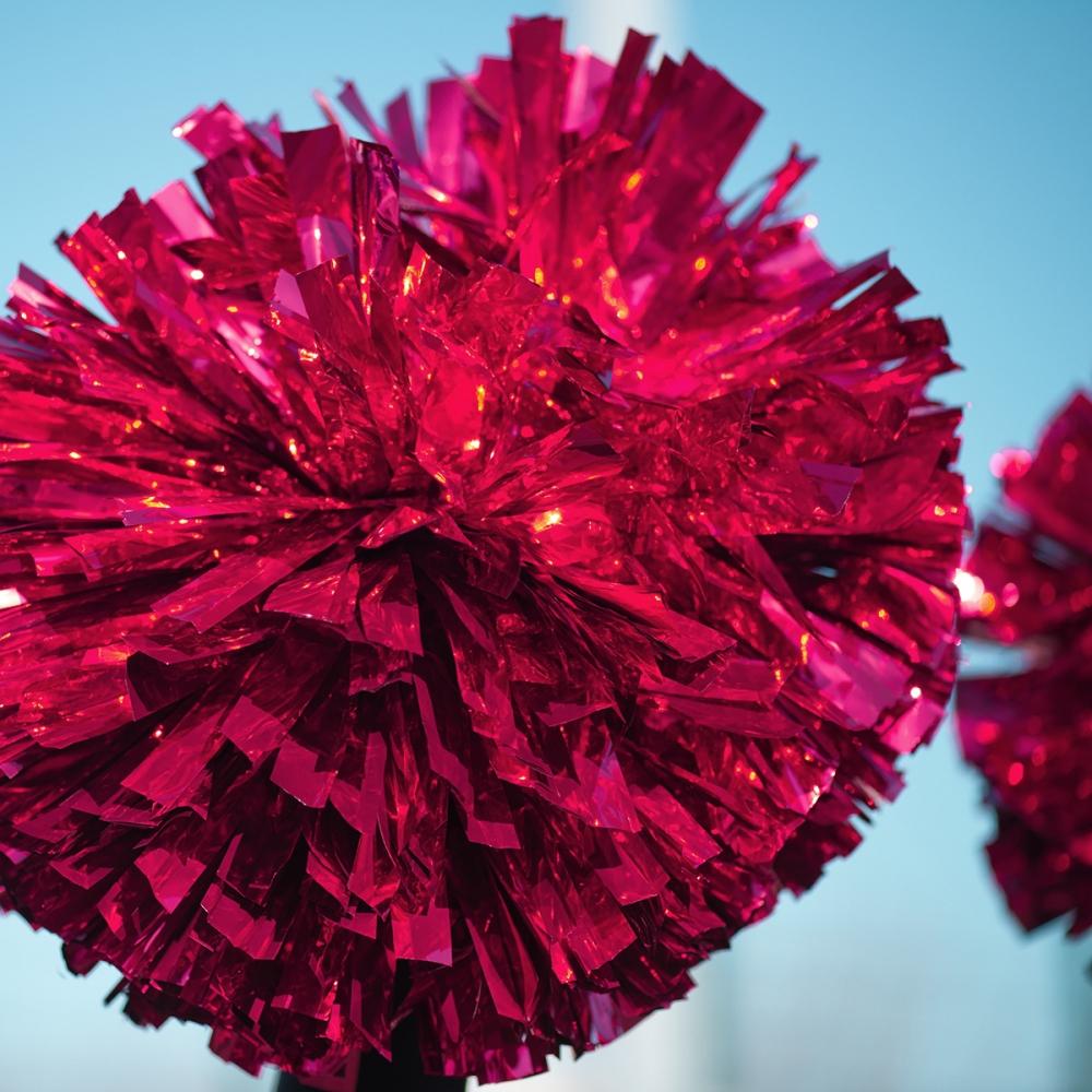 Pom-poms-red-background-1200